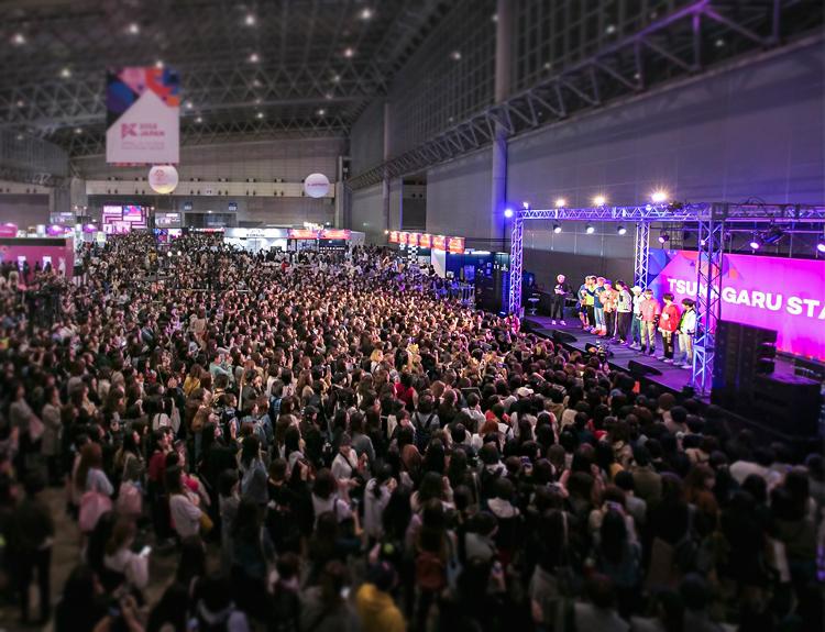 KCON 2018 JAPAN 6만 8천명 운집한 컨벤션 현장에 몰린 일본 관객들
