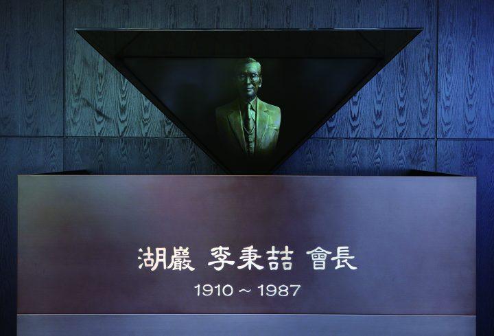CJ제일제당센터 로비에 설치된 이병철 선대회장 홀로그램 흉상