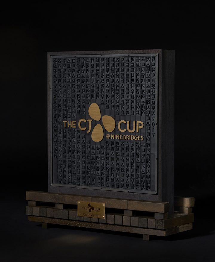 THE CJ CUP@NINE BRIDGES 우승 트로피 측면