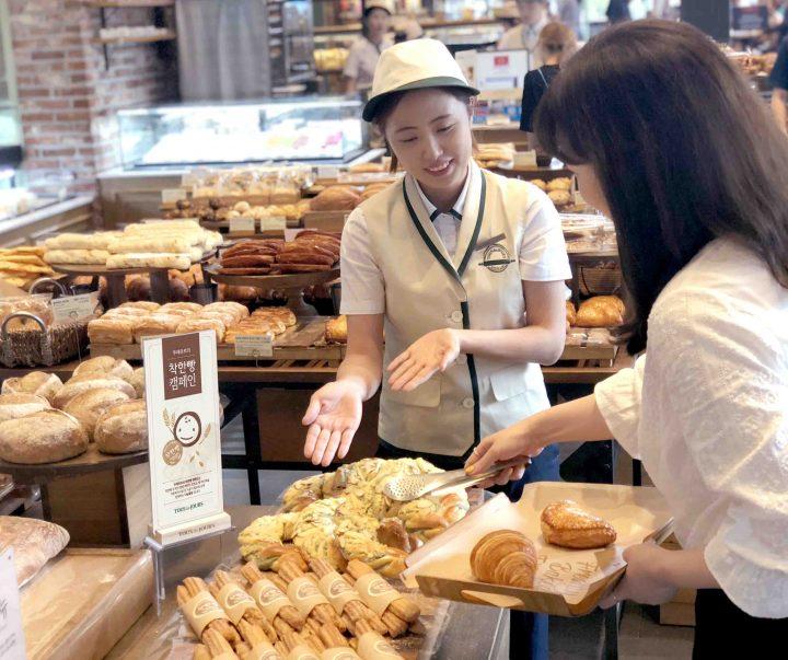 CJ푸드빌 CSV 착한빵 캠페인 고객 구매 모습