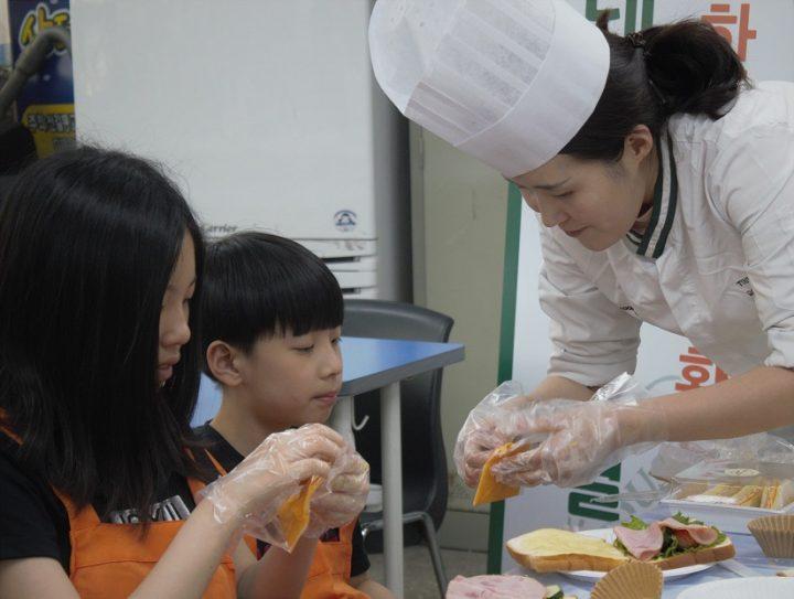 CJ푸드빌 CSV 착한빵 나눔데이 샌드위치 만들기 봉사활동