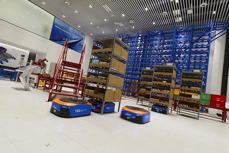 CJ Rokin Logistics 중국 상해 TES 센터 사진. ES&컨설팅이라 불리는 고유의 핵심역량을 물류 프로세스의 자동화·무인화를 추진, 최고의 IT 서비스를 결합하고 있는 CJ대한통운의 현주소를 볼 수 있다.