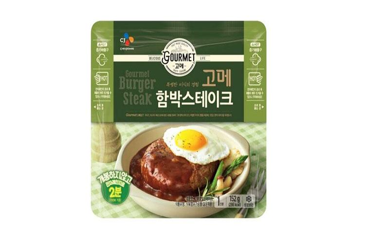 고메 함박스테이크 스탠드 파우치 제품 모습. 개봉하지 않고 전자레인지로 2분만 돌리면 맛있게 먹을 수 있어 CJ제일제당 냉장 편의식 제품 중 소비자들에게 많은 사랑을 받고 있다.