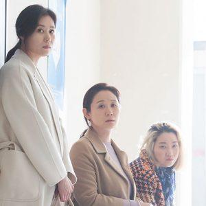 [아트하우스 칼럼] 이제는 말 할 수 있는 여성들의 이야기!  '세 자매'