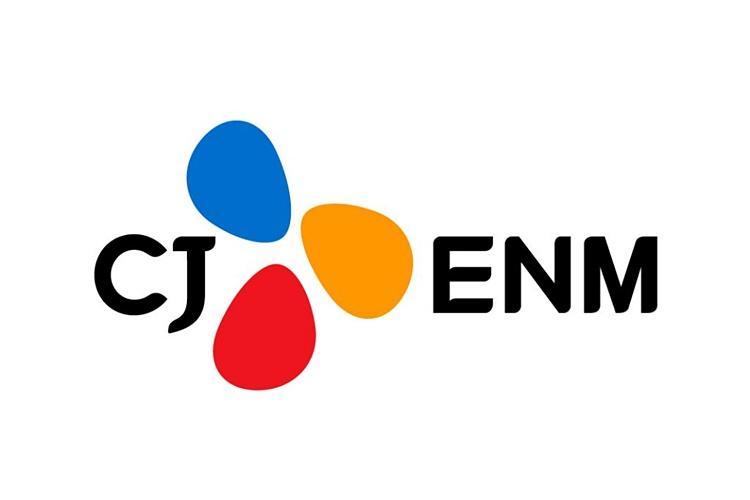 2020년 매출액 3조 3,912억원 영업이익 2,721억원 기록이라는 자료에 CJ ENM 로고가 삽입되어 있다.