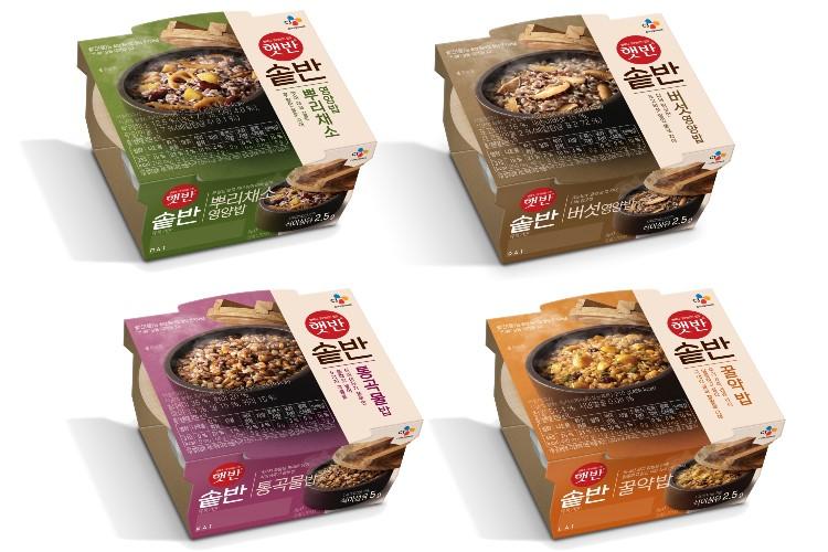 CJ제일제당의 신제품 햇밭솥반 4종 제품의 이미지. 왼쪽 상단부터 뿌리채소영양밥, 버섯영양밥, 통곡물밥, 꿀약밥의 제품 모습이다.