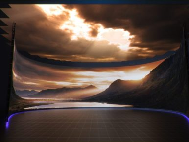 원형의 바닥을 둥글게 둘러싸고 있는 스크린에 산과 강, 노을이 지는 하늘이 있고, 천장에도 구름 사이로 빛이 들어오고 있는 모습.